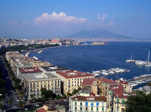 Неаполь - однин из самых романтичных и вдохновляющих мест в Италии